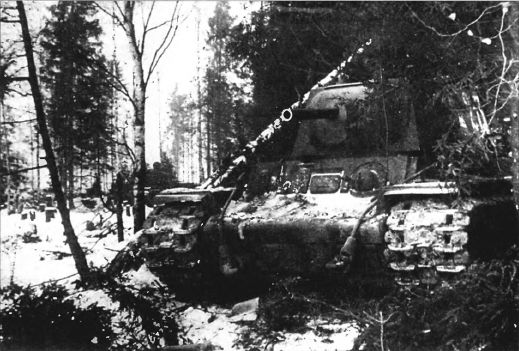 Тяжёлый танк КВ в бою _021.jpg