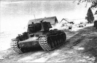 Тяжёлый танк КВ в бою _031.jpg