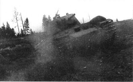 Тяжёлый танк КВ в бою _032.jpg