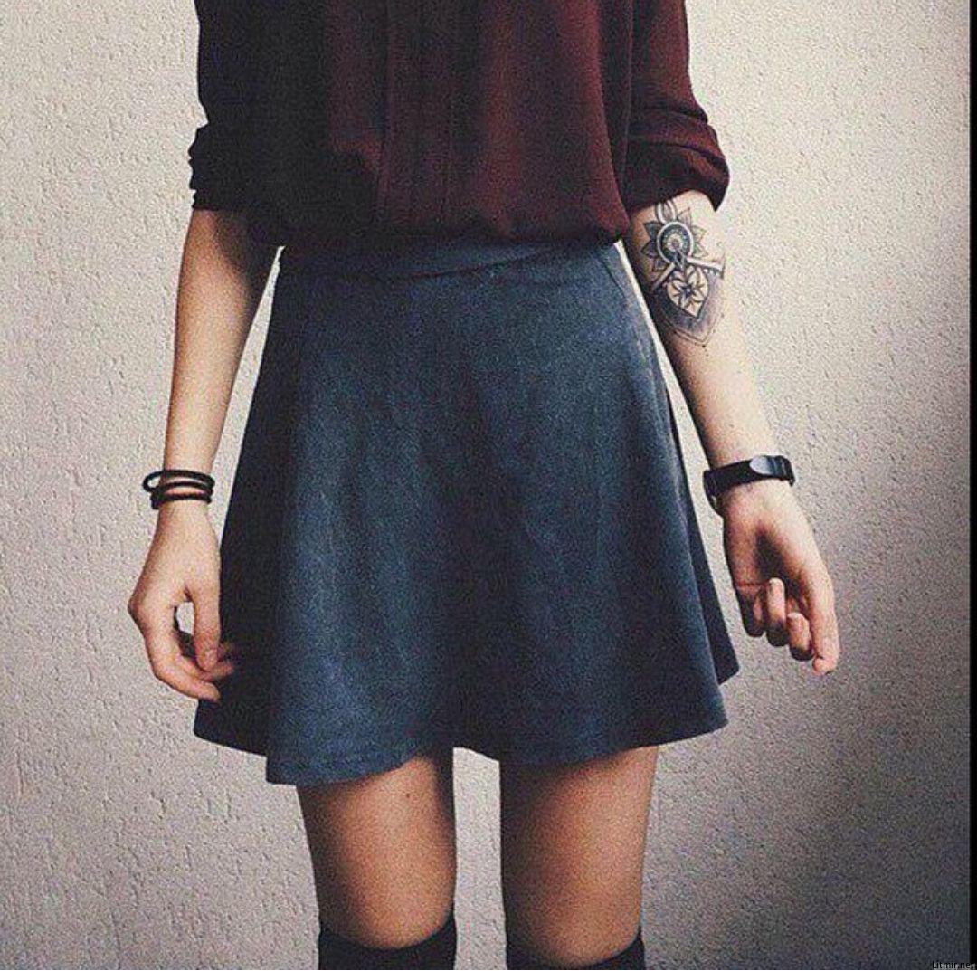 Девушка в юбке фото на аву
